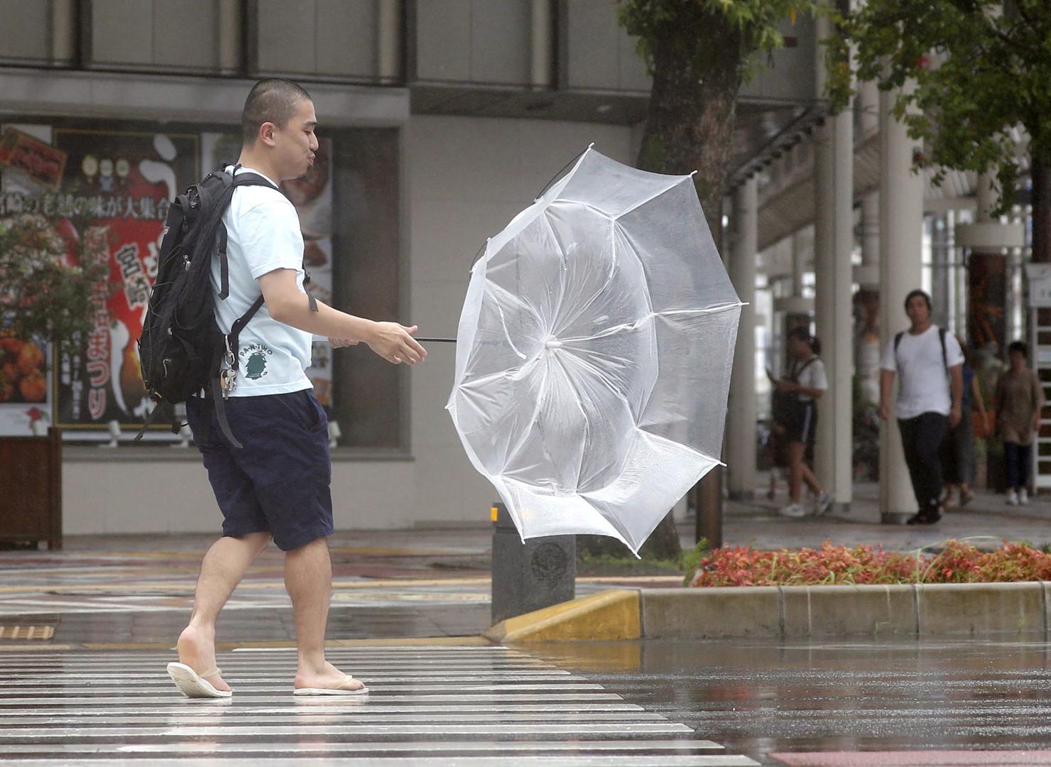 اليابان.. إجلاء نصف مليون شخص تحسبا لإعصار