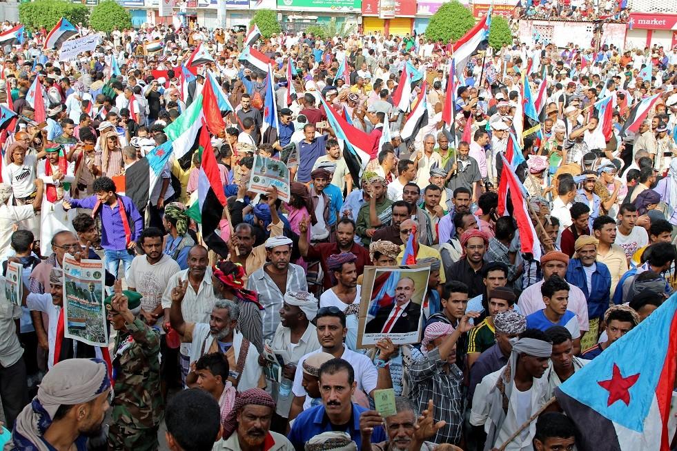 لجنة سعودية إماراتية تصل عدن بانتظار انسحاب قوات
