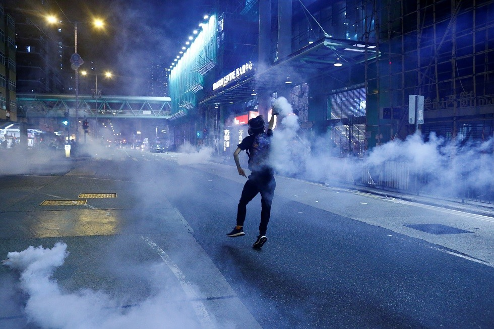 حتى لا يصبح شغفنا اليوم ندما في الغد.. أغنى رجل في هونغ كونغ يدعو لوقف العنف والفوضى