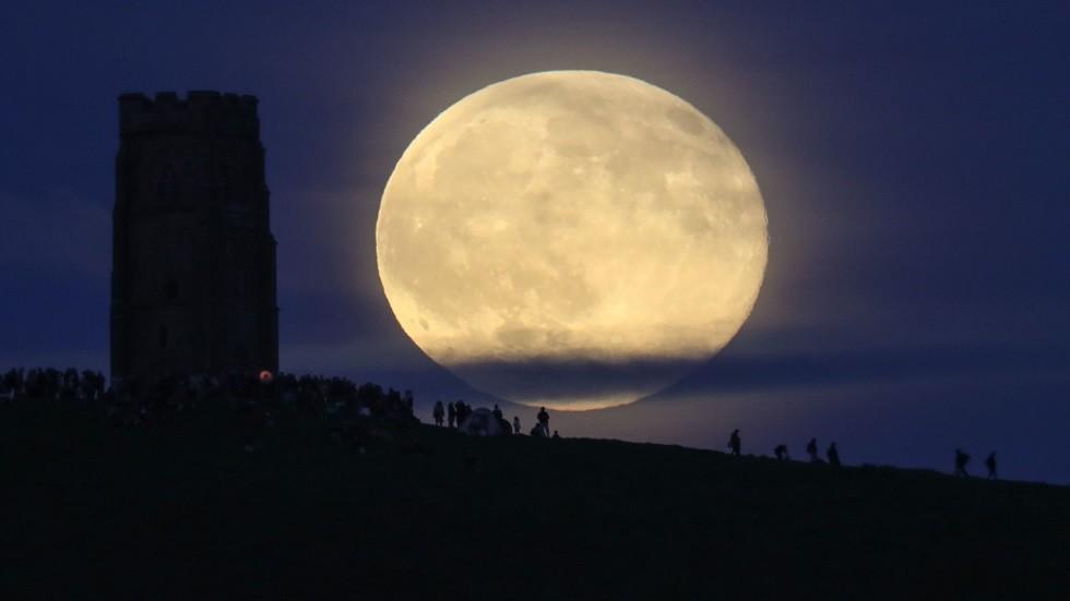 القمر المكتمل