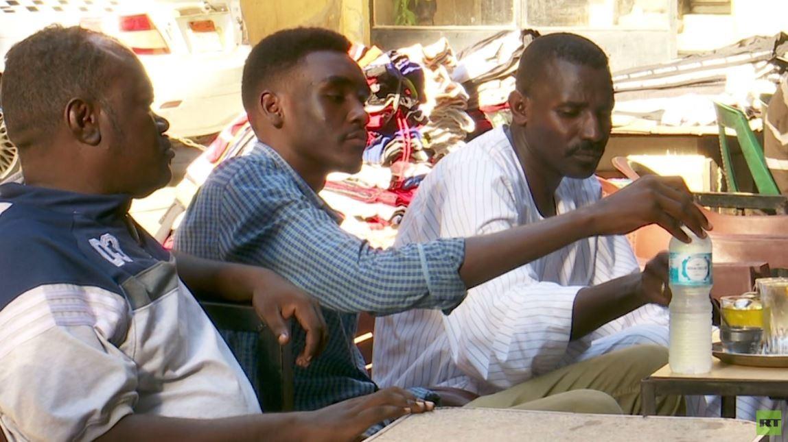 السودانيون يتابعون من مصر أحوال بلدهم