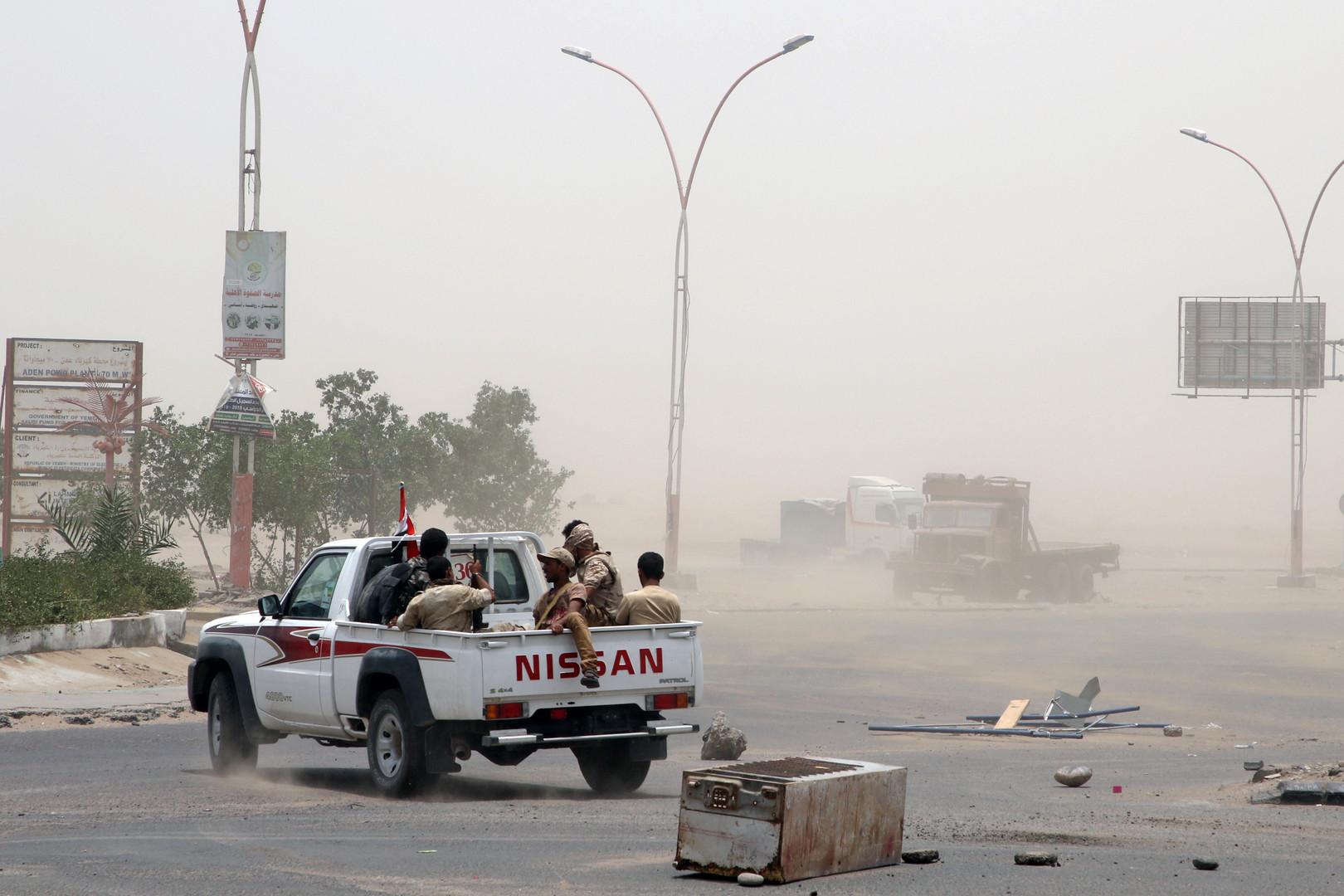 التحالف يلقي قنابل مضيئة فوق مواقع