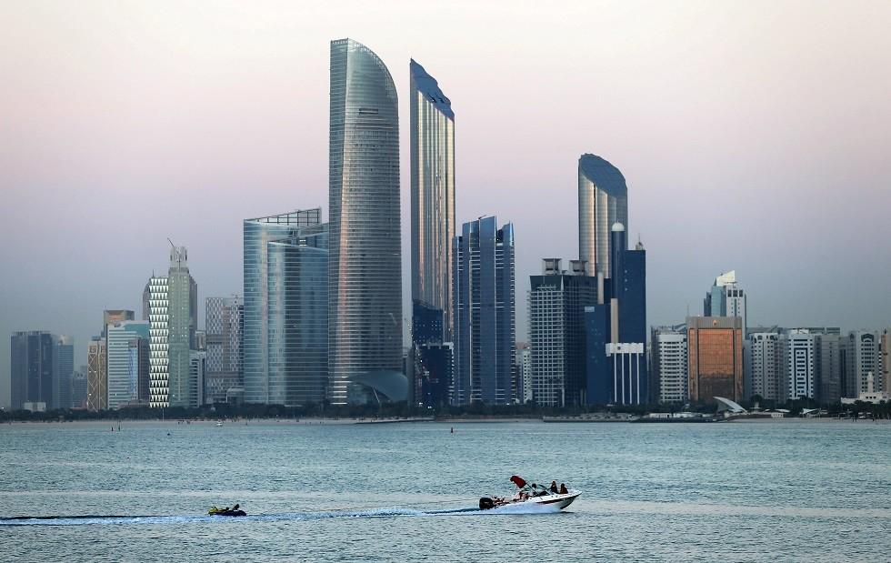 ضبط 3 عصابات آسيوية للاحتيال في الإمارات (صور)