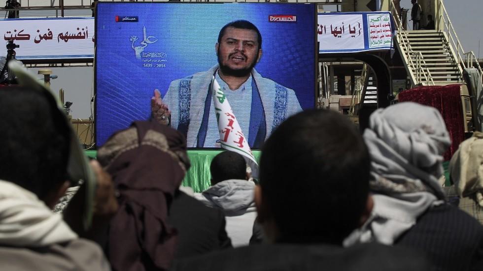 الحوثي يعلق على استهداف المنشآت النفطية في السعودية
