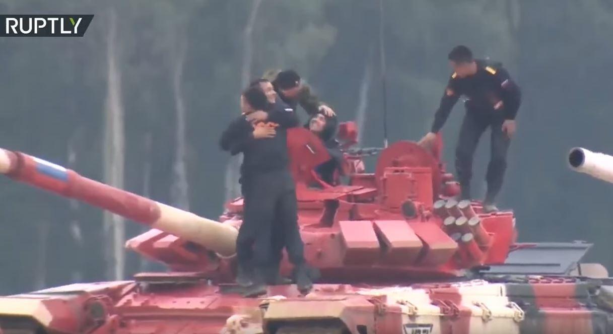 موسكو.. عرض ضوئي وشهب نارية تضيء السماء في حفل اختتام الألعاب العسكرية الدولية