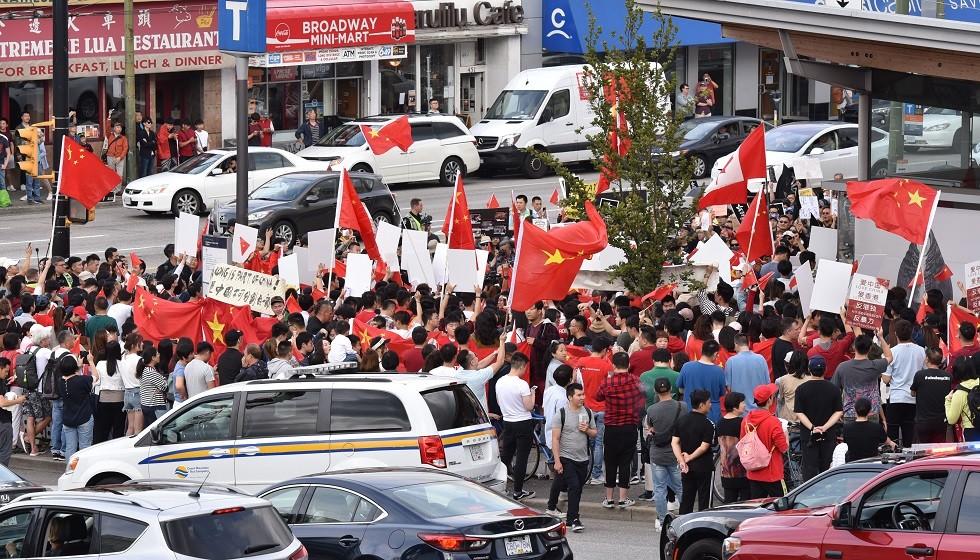 كندا.. تظاهرات داعمة لهونغ كونغ وأخرى مؤيدة للصين