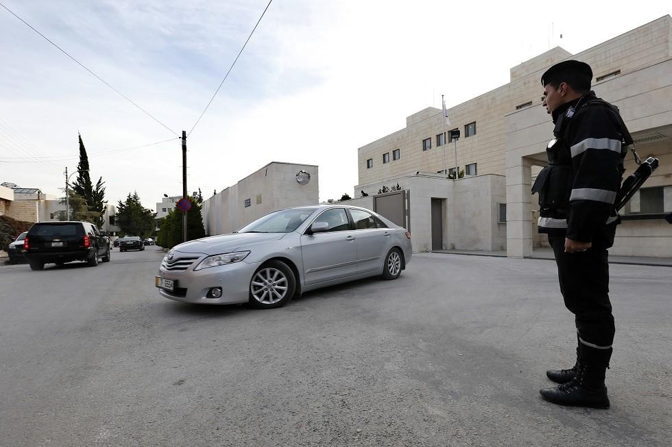 توقيف سيدة أردنية دسّت المخدرات في مركبة زوجها ووشت به للأمن
