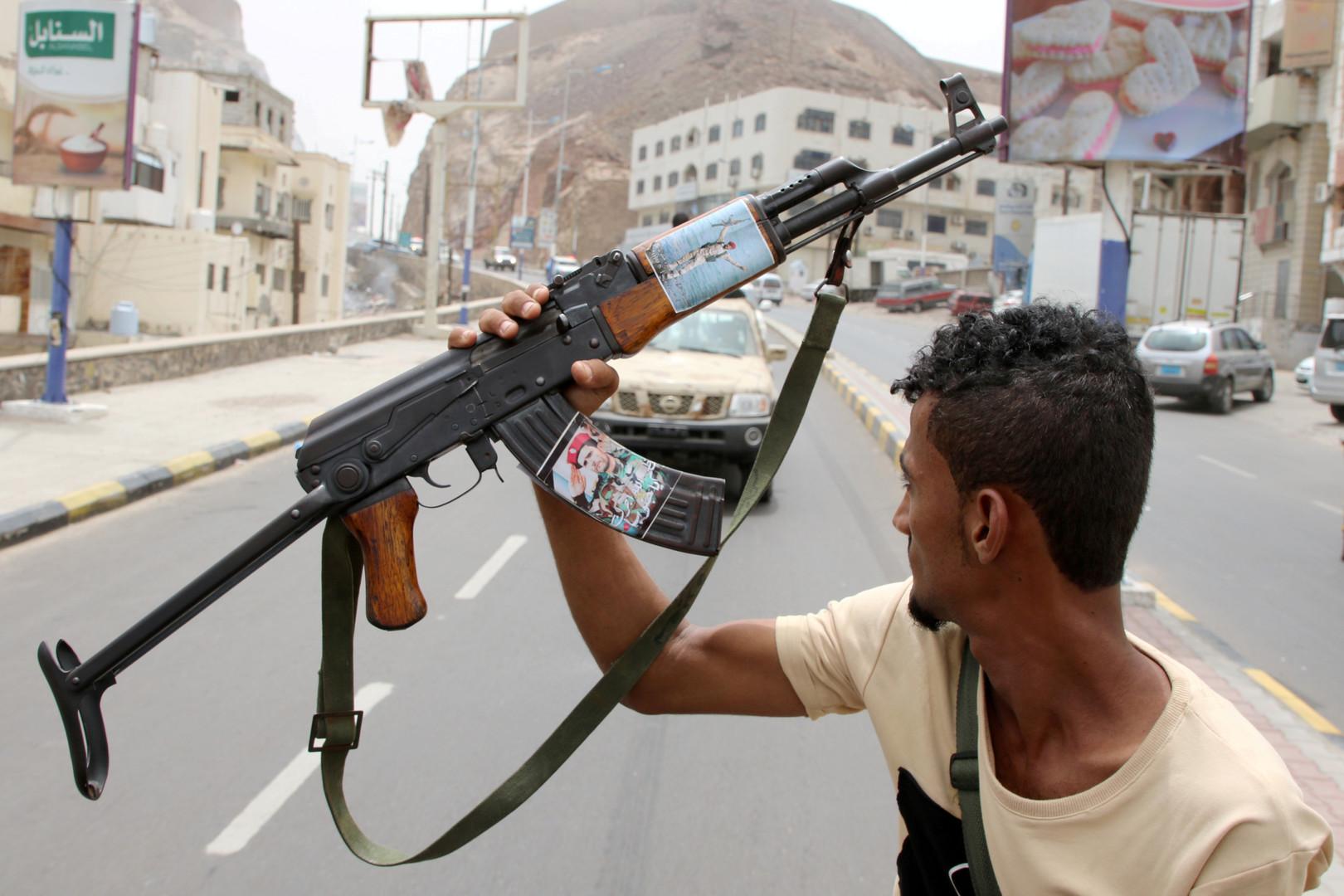 داخلية حكومة هادي تعلن تعليق أعمالها في عدن