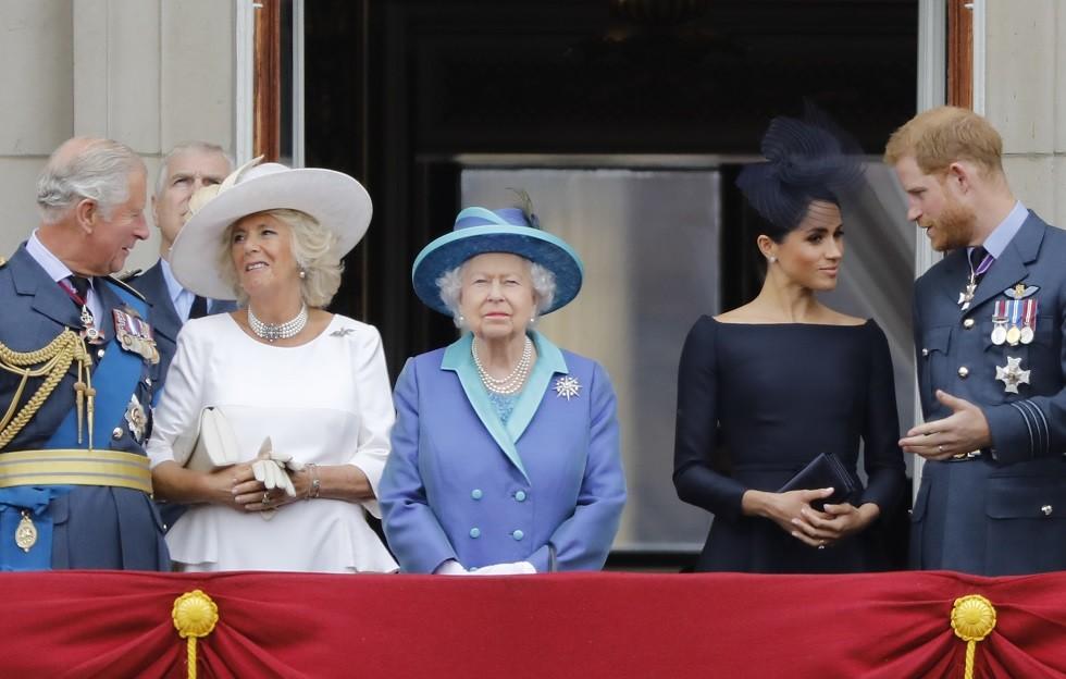 أرشيف - العائلة البريطانية الملكية تطل من على شرفة قصر باكنغهام، 10 يوليو 2018