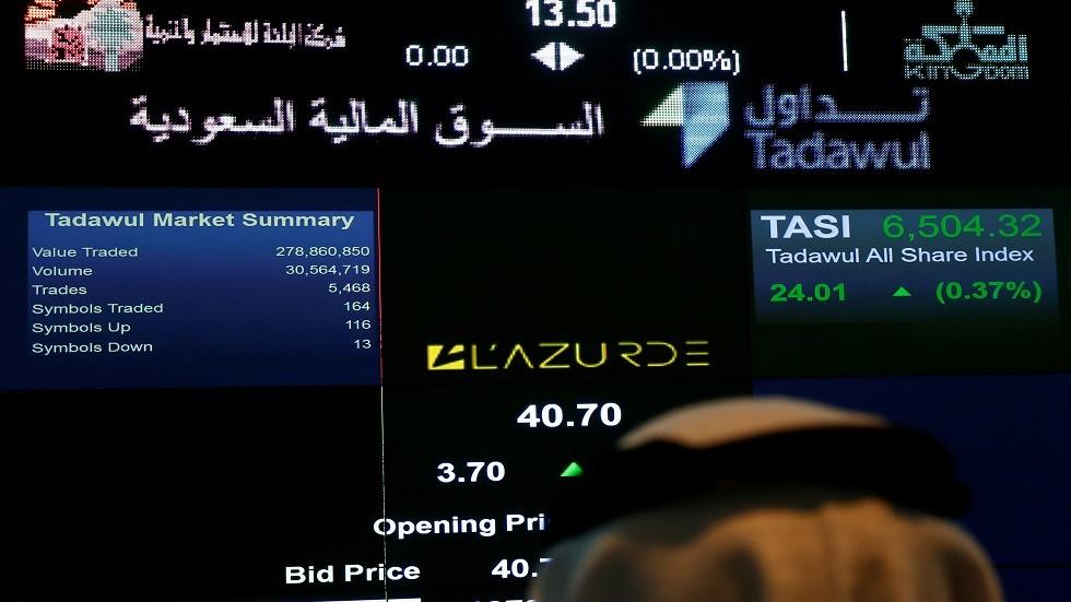 البورصة السعودية تغلق منخفضة فيما نظيرتها القطرية توقف الهبوط
