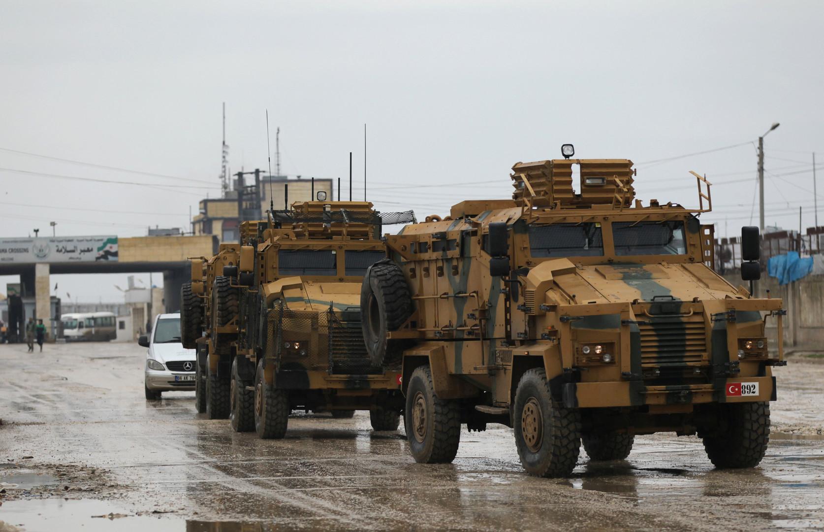 أنقرة تعلن مقتل 3 مدنيين وجرح 12 آخرين بقصف جوي تعرض له رتل عسكري تركي في سوريا