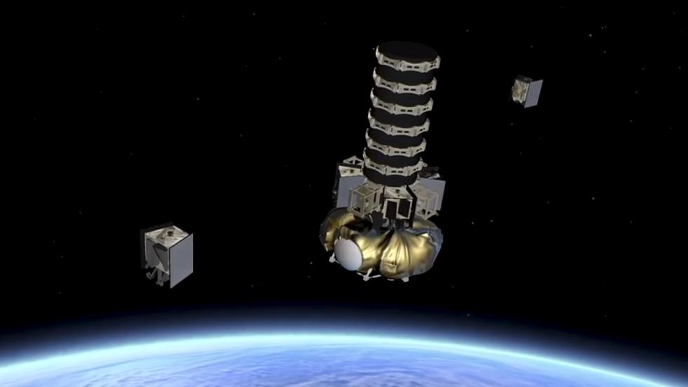 قريبا مئات الأقمار الصناعية العسكرية قرب الأرض
