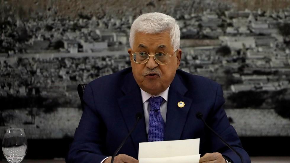 عباس يقيل جميع مستشاريه
