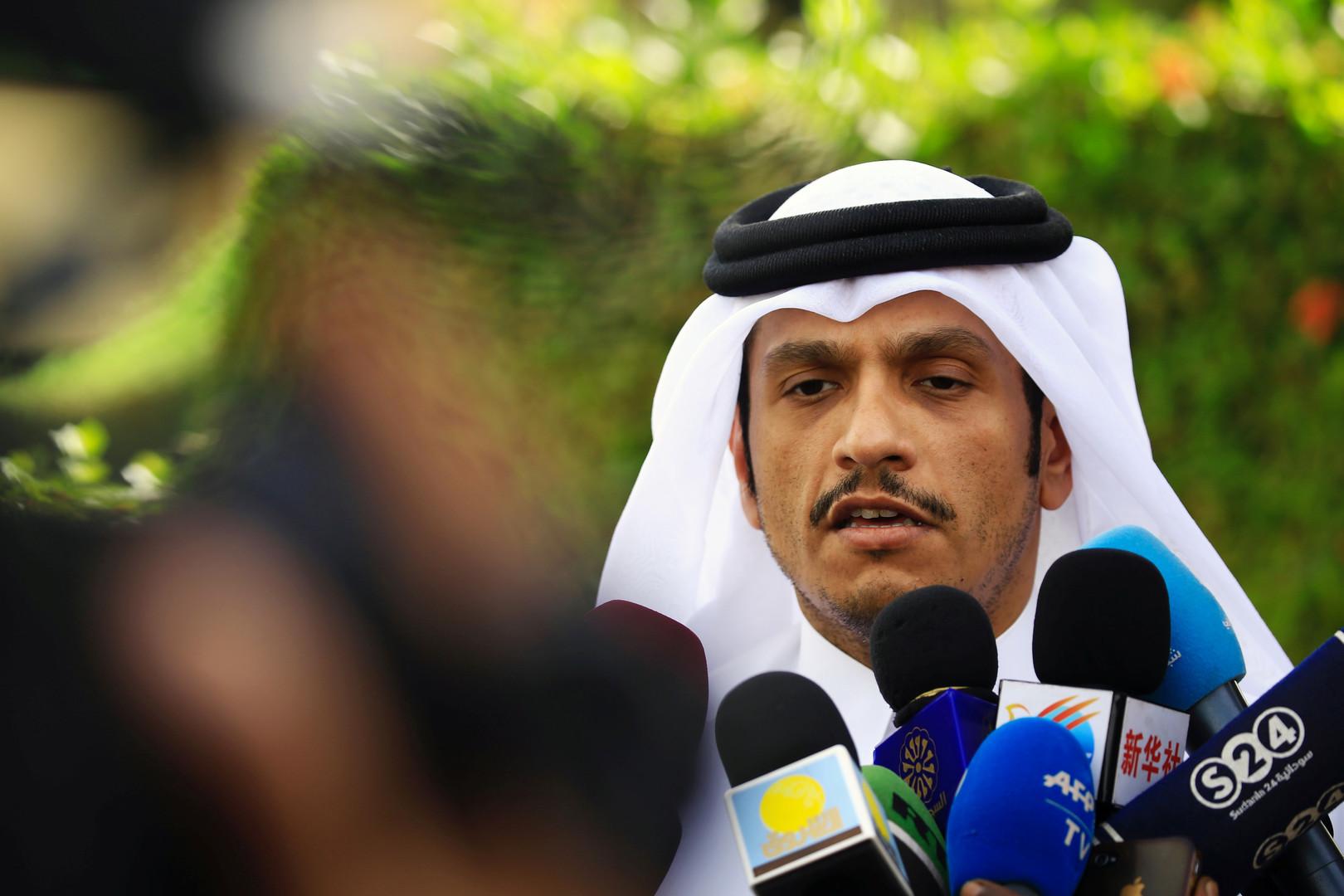 بالصور.. وزير خارجية قطر يصل الصومال في زيارة رسمية