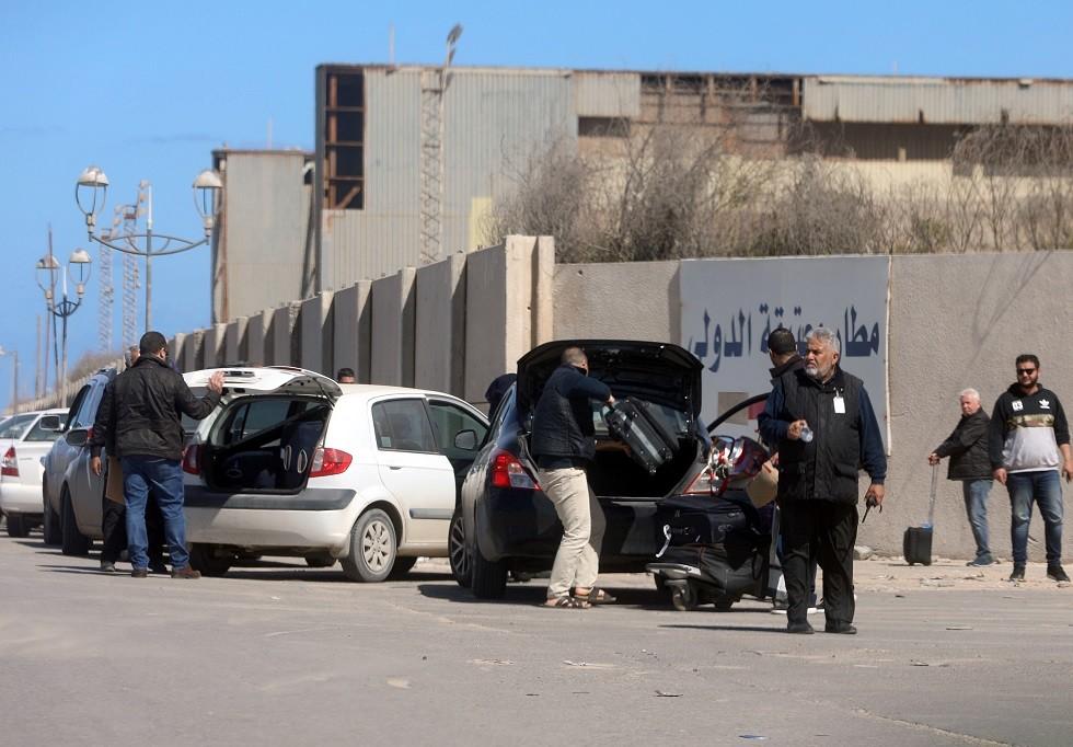 السفارة الأمريكية تحذر من استهداف المطارات المدنية