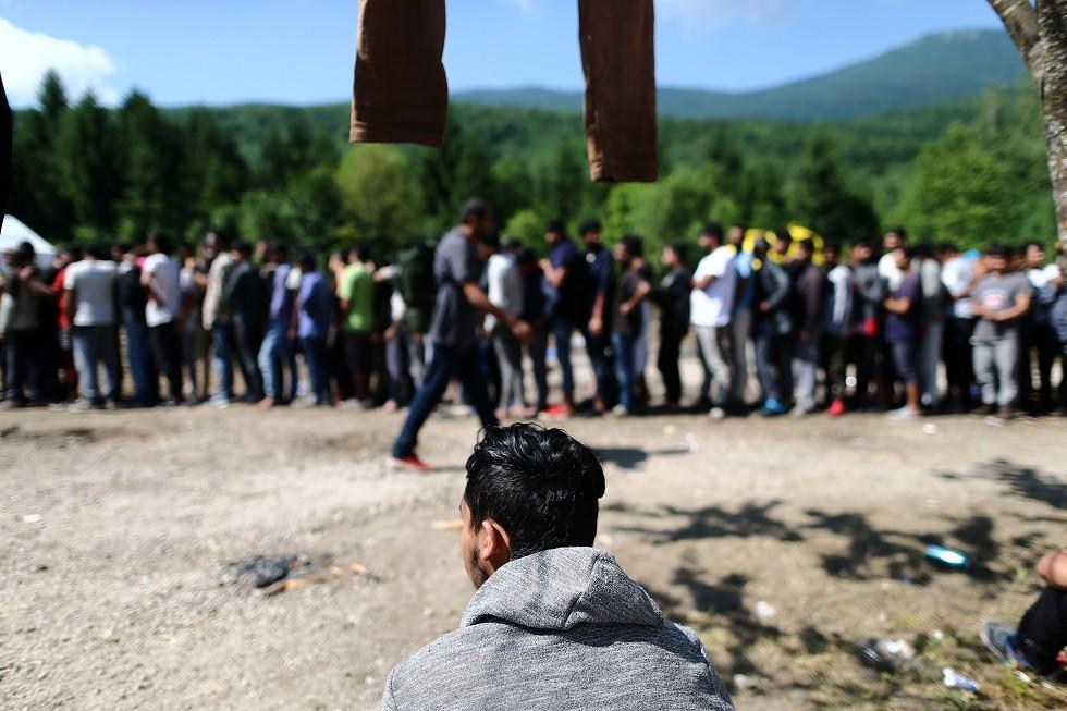 الاتحاد الأوروبي يزيد المساعدات للبوسنة لمواجهة تدفق اللاجئين