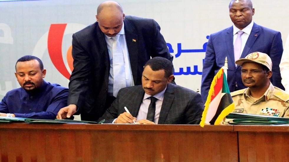 بعد اجتماع استمر 14 ساعة.. التوافق على أعضاء مجلس السيادة الخمسة في السودان