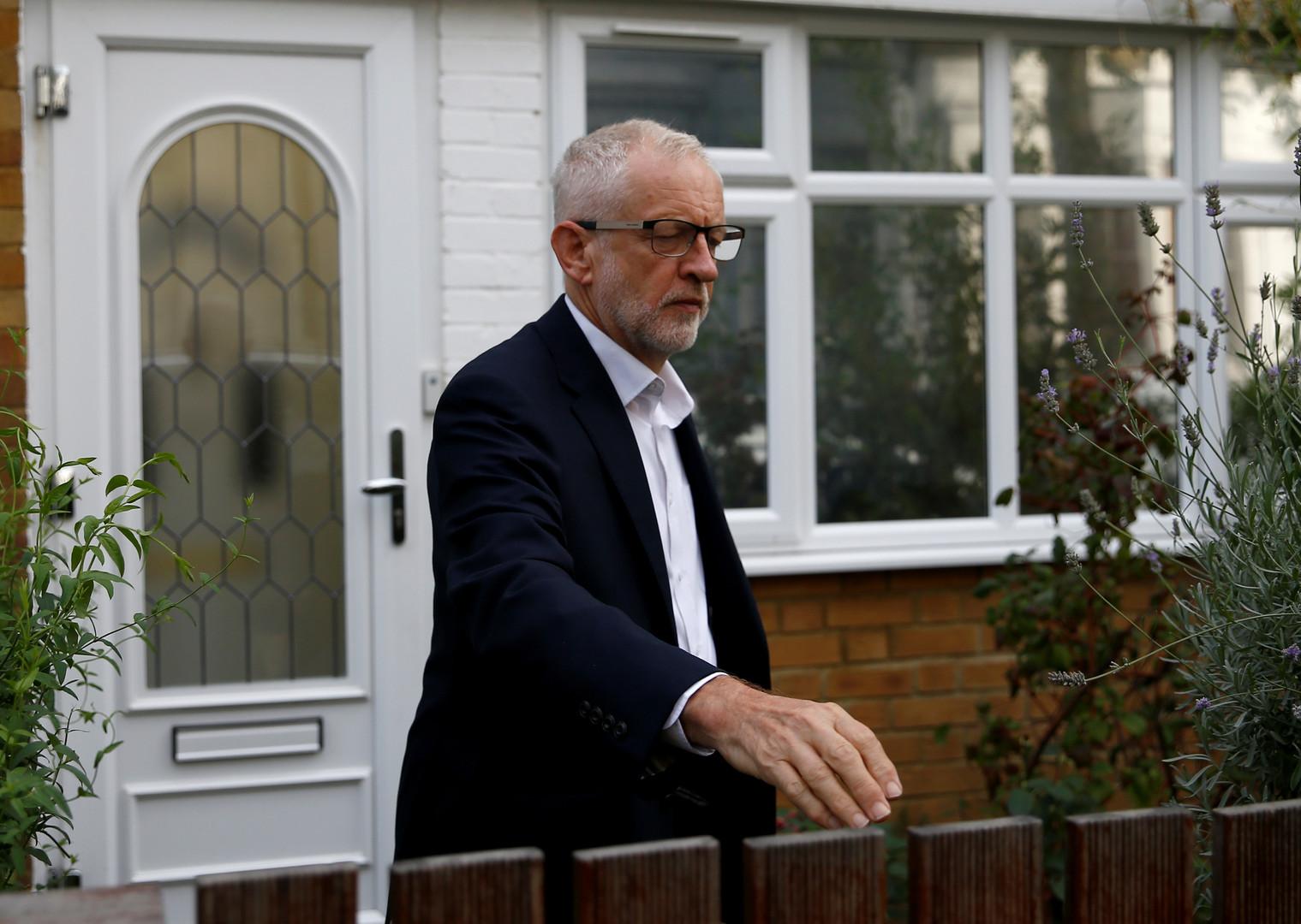 زعيم المعارضة البريطانية يطالب الحكومة بنشر ملف