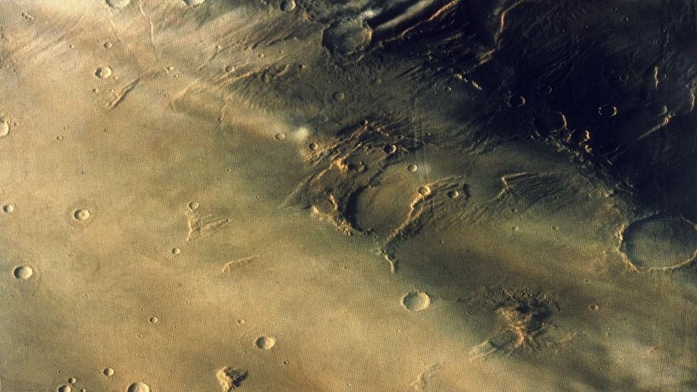 سقوط الكويكبات والنيازك على الأرض