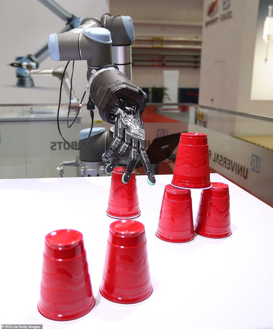 الصين.. روبوتات بقدرات فائقة في مؤتمر الروبوت العالمي