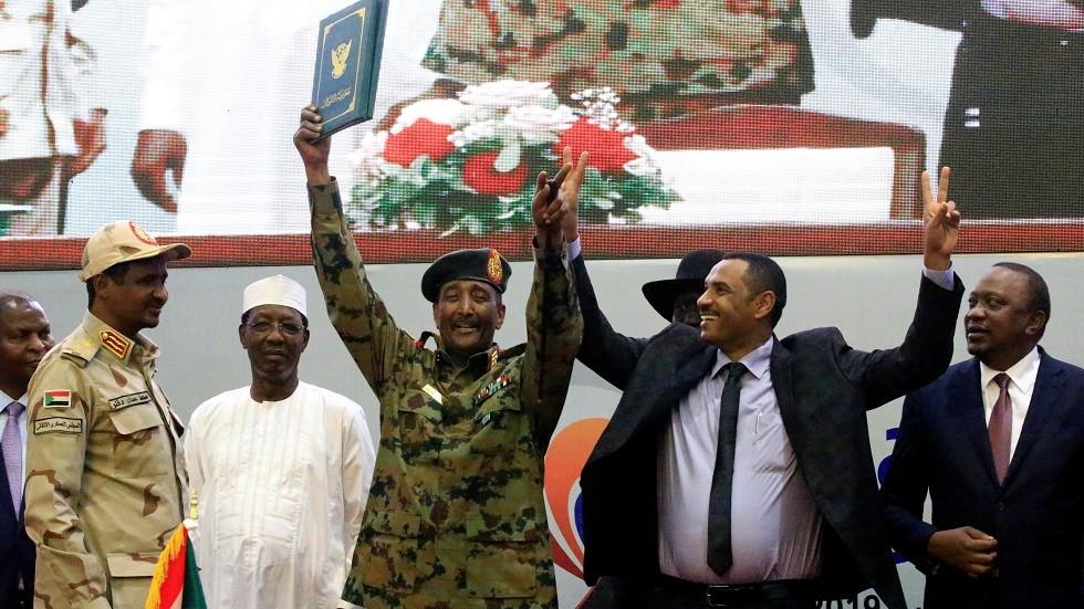 السودانيون يوقعون الإعلان الدستوري للبلاد