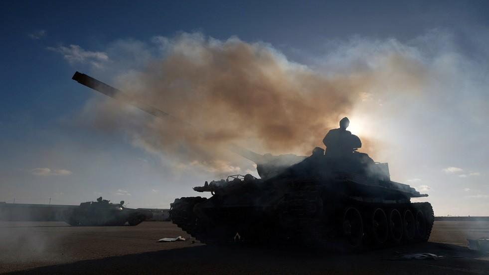 ليبيا.. سلاح الجو التابع لحفتر يقصف عدة مواقع للوفاق في طرابلس