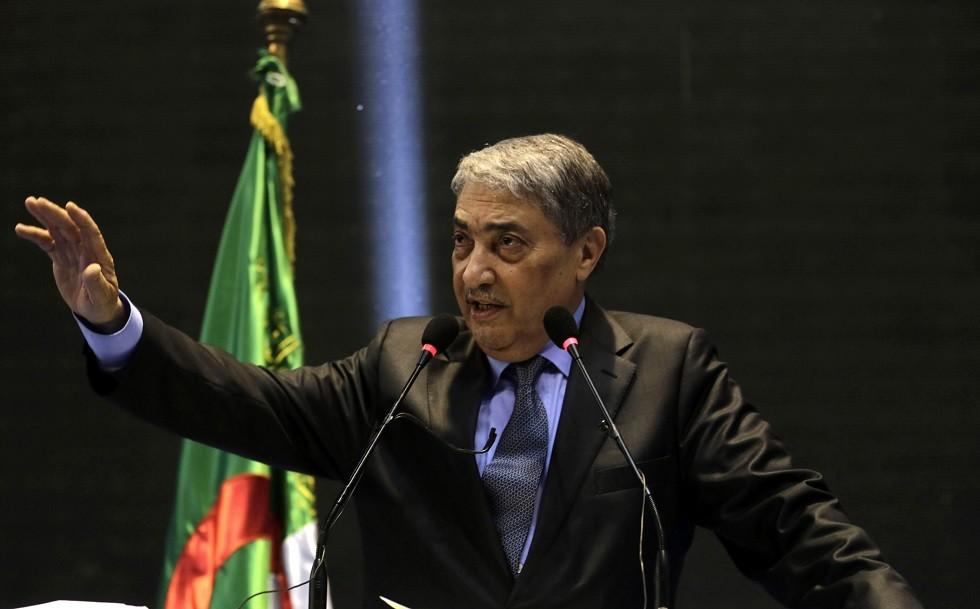 الجزائر.. رئيس وزراء سابق يدعو لرحيل الحكومة وإجراء انتخابات  نزيهة  -