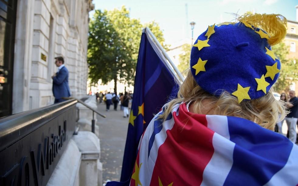 البريطانيون يؤيدون تنظيم استفتاء على أي اتفاق للخروج من الاتحاد الأوروبي