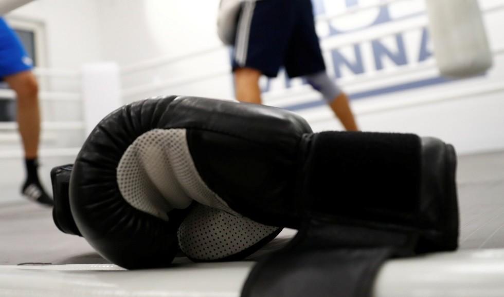 قفازات ملاكمة - أرشيف -