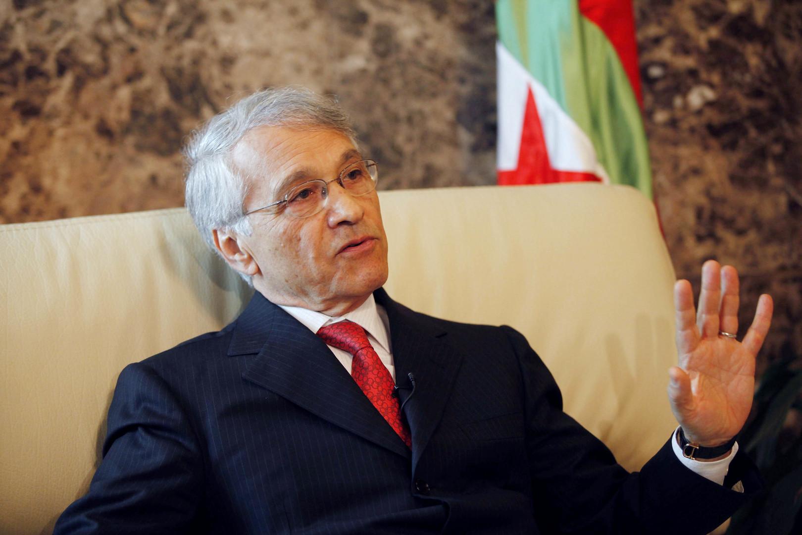 مذكرة قبض دولية بحق وزير جزائري سابق