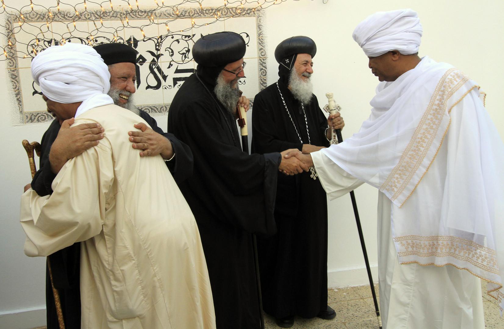 رجال دين أقباط في الخرطوم- أرشيف