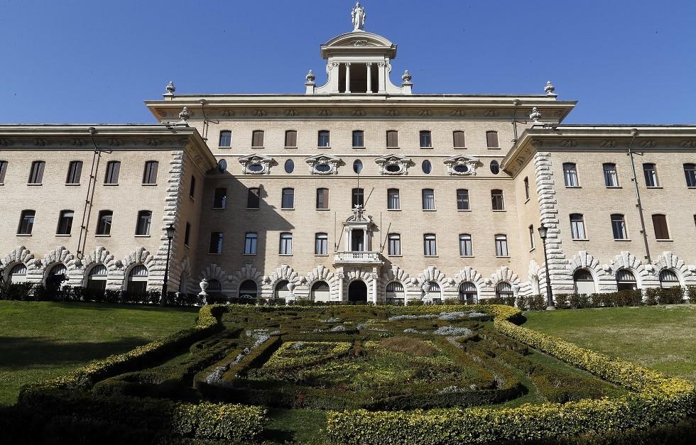 الفاتيكان يدعو الحكومة الإيطالية لتحكيم صناديق الاقتراع