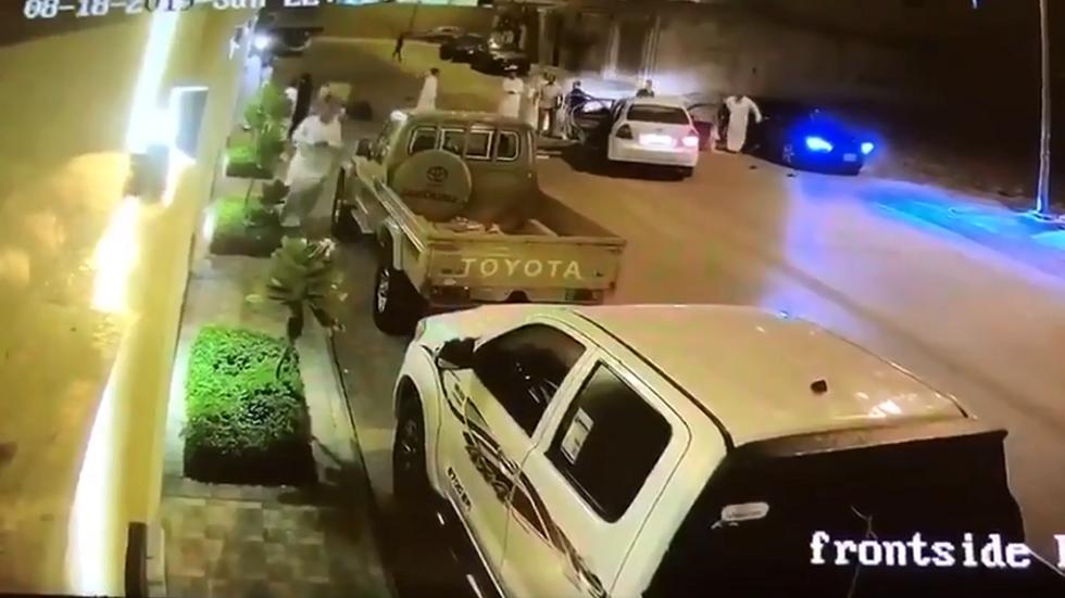 السعودية.. شرطة الرياض تكشف حقيقة فيديو وثق مشاجرة بالمركبات (فيديو)
