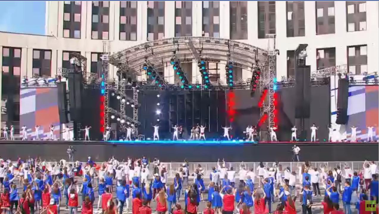 روسيا تحتفل بيوم العَلم الوطني