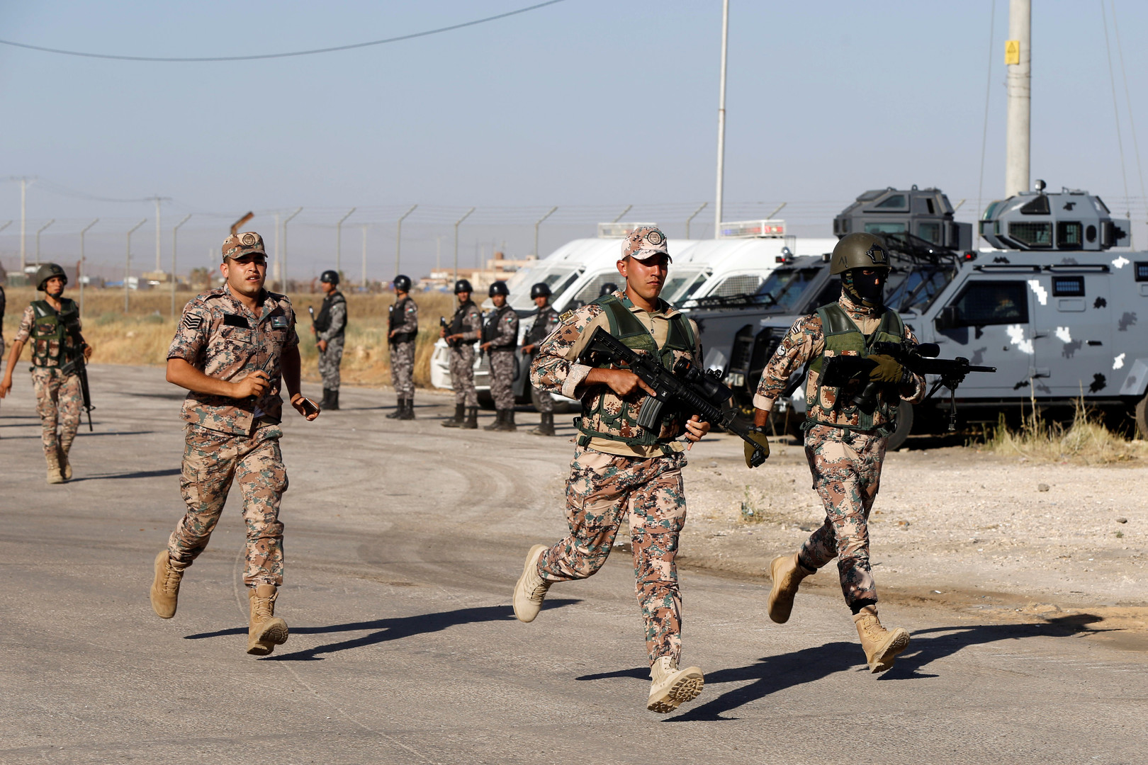 عناصر من قوات الأمن الأردنية قرب الحدود مع سوريا
