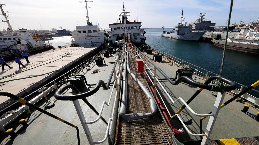 ناقلة نفط في ميناء طرابلس - أرشيف