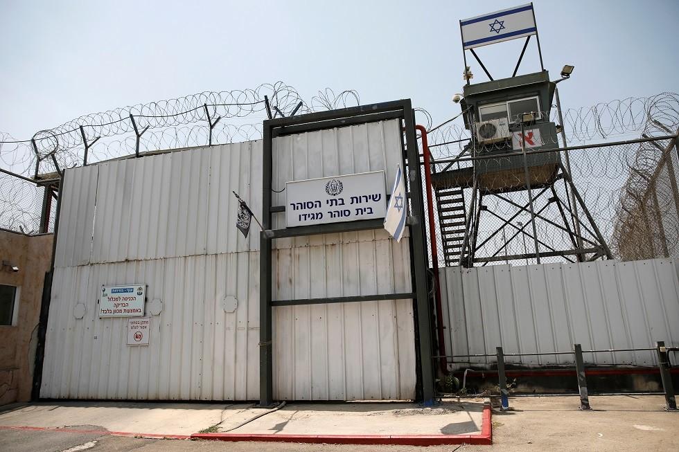 8 أسرى يواصلون إضرابهم المفتوح عن الطعام في سجون إسرائيل
