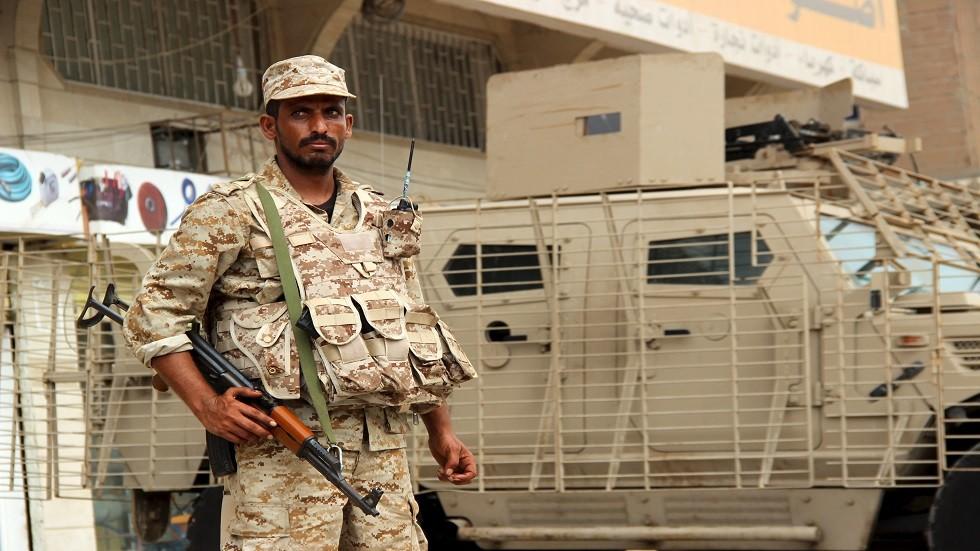 الدفاع اليمنية: الإمارات تدعم تمرد ميليشيا الانتقالي بالسلاح وسنتصدى بحزم