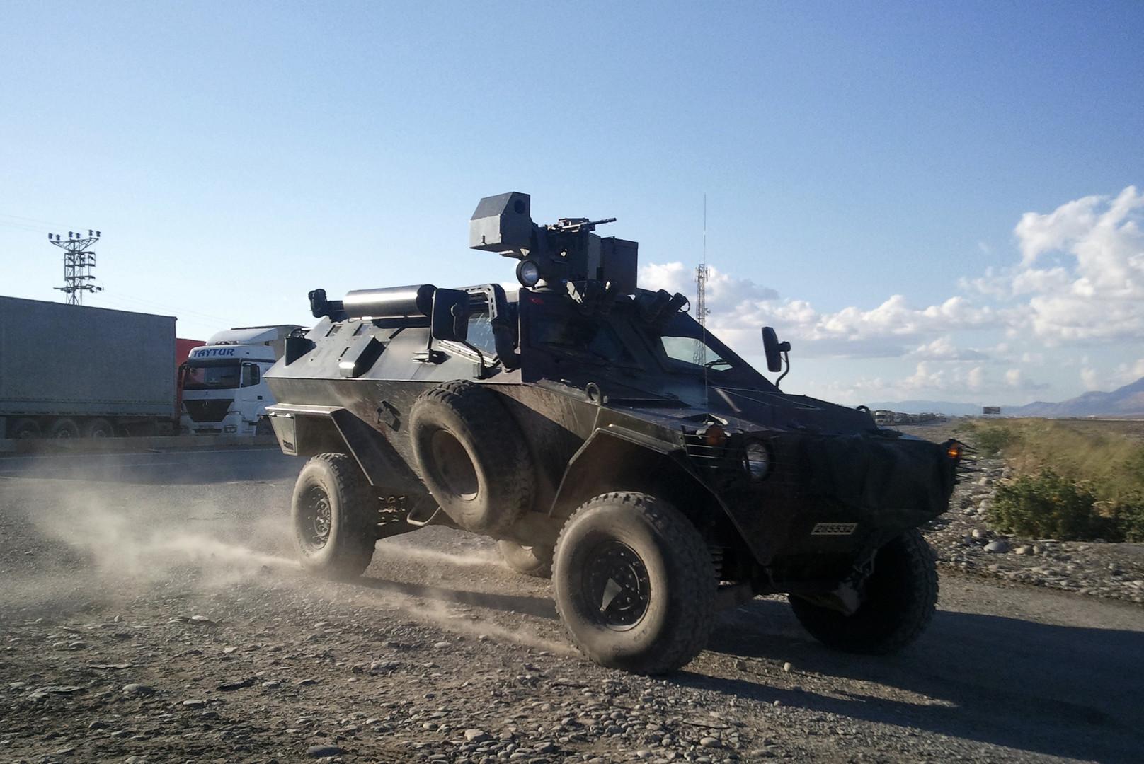 آلية عسكرية تركية على الحدود مع العراق