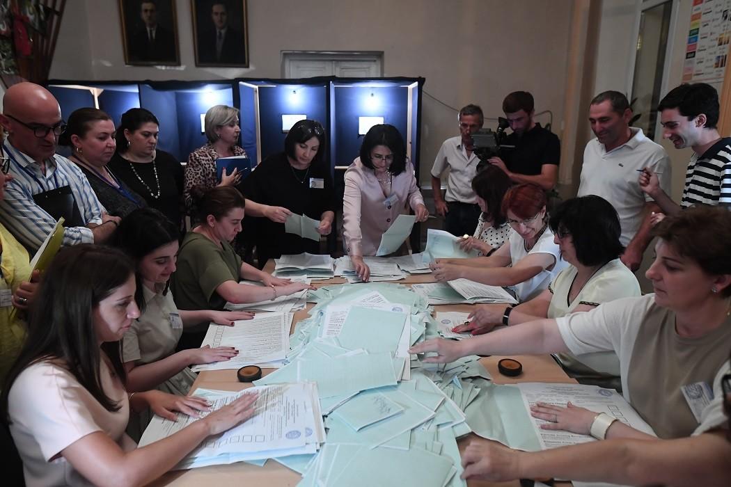 أنباء عن تقدم رئيس أبخازيا الحالي في انتخابات رئاسة الدولة