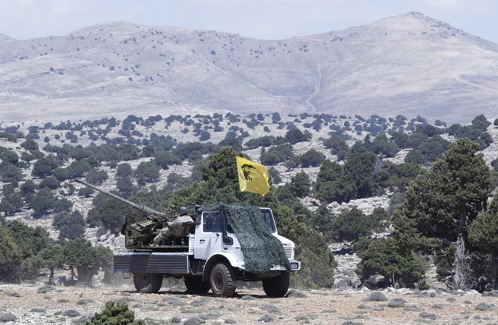 أرشيف - مركبة عسكرية تابعة لحزب الله اللبناني، في منطقة القلمون بسوريا