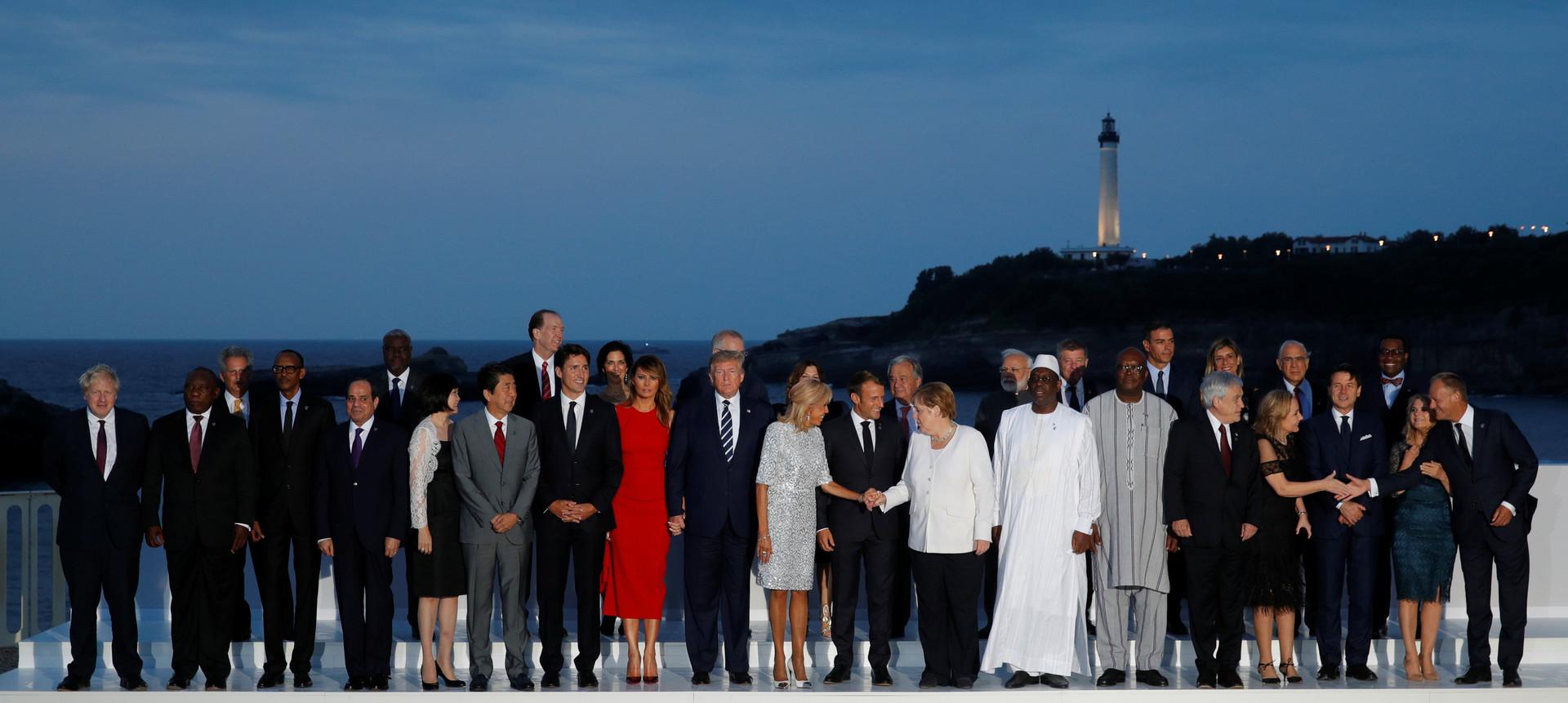 صورة جماعية لضيوف قمة G7