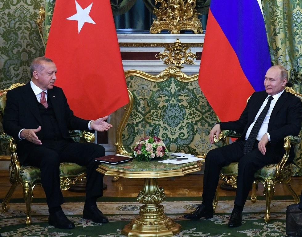 خبير لـ RT: أردوغان يسرع إلى موسكو بعد ضربة الجيش السوري في إدلب