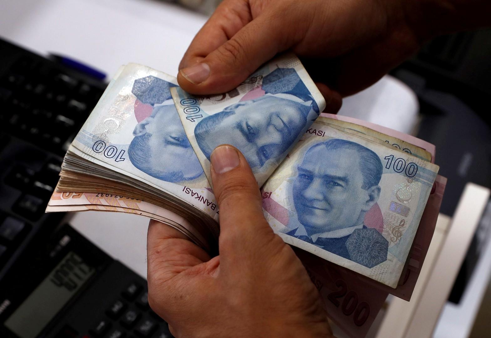 انخفاض الليرة التركية مقابل الدولار