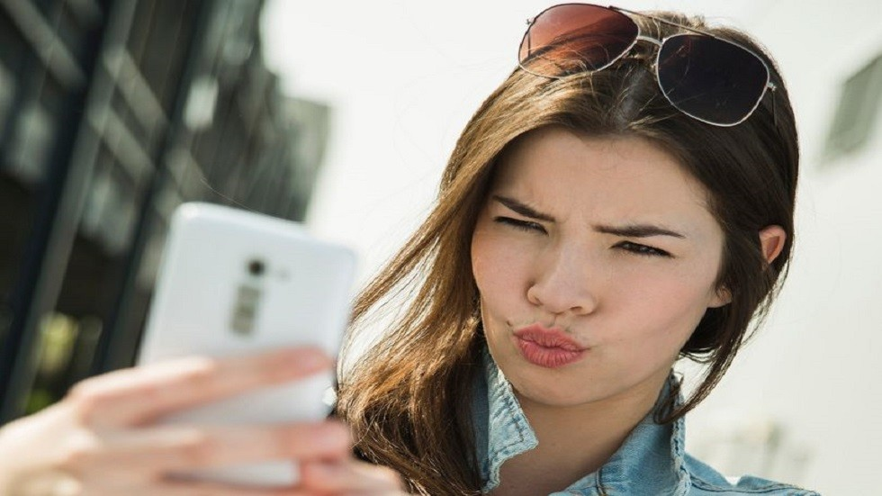 دراسة.. صور السيلفي قد تسبب ظهور التجاعيد!