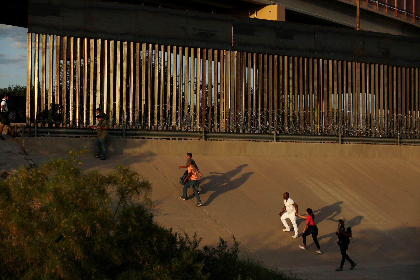 وسائل إعلام: البنتاغون يوافق على بناء 32 كيلومترا إضافيا من الجدار على الحدود مع المكسيك