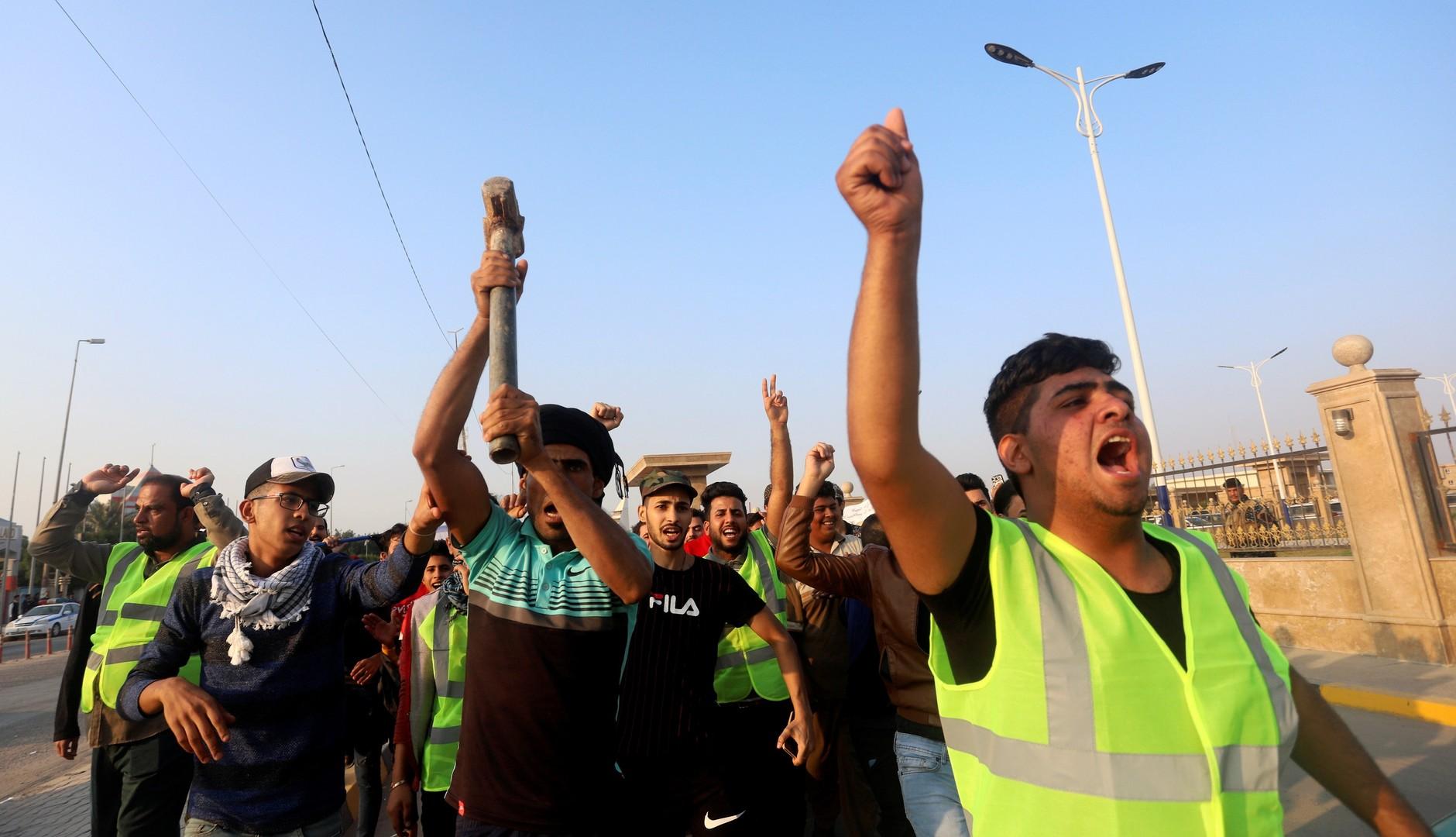 عراقيون يطالبون بتخفيض العمالة الأجنبية في الشركات النفطية