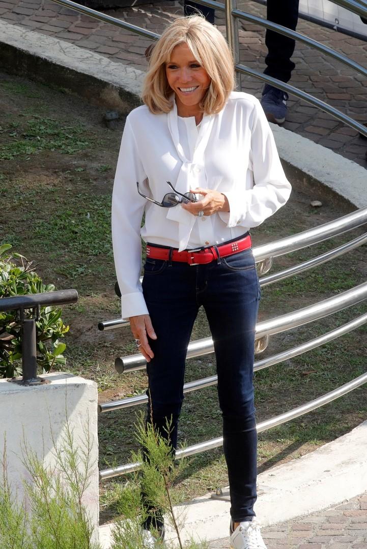 بريجيت ماكرون تخطف الأنظار بأزياء باهظة على هامش قمة G7 (صور)