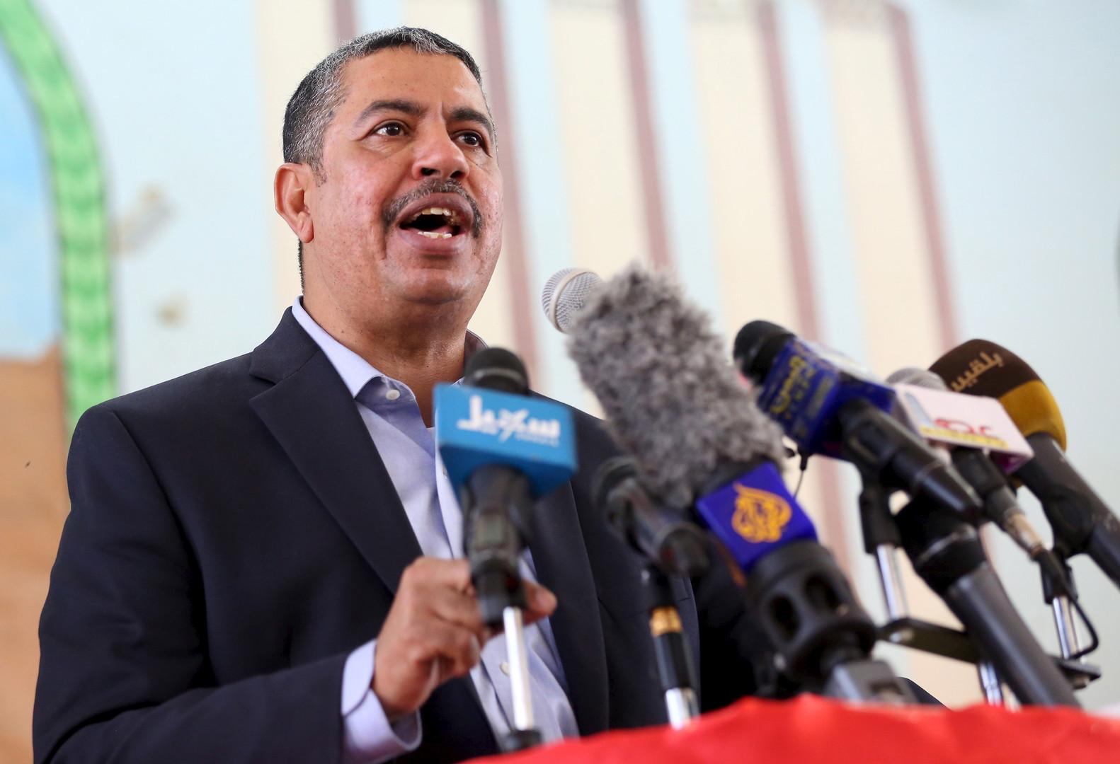 رئيس حكومة يمنية سابق يصف القيادة اليمنية بأنها