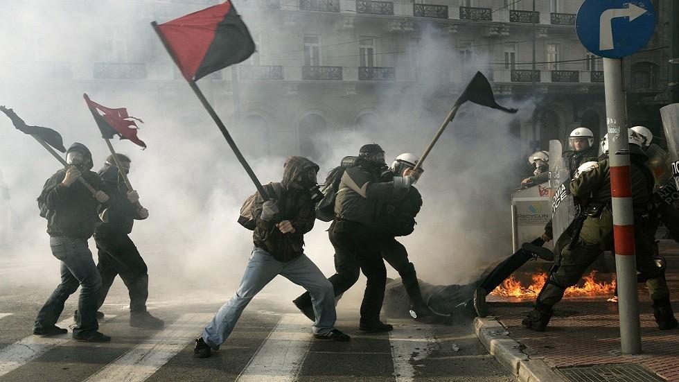 فوضويون يهاجمون الشرطة في أثينا (صورة أرشيفية)